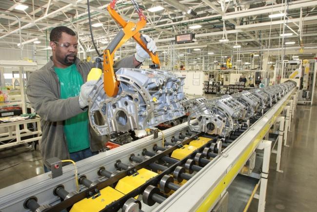http://images.nitrobahn.com.s3.amazonaws.com/wp-content/uploads/2010/08/inside-a-chrysler-engine-plant.jpg